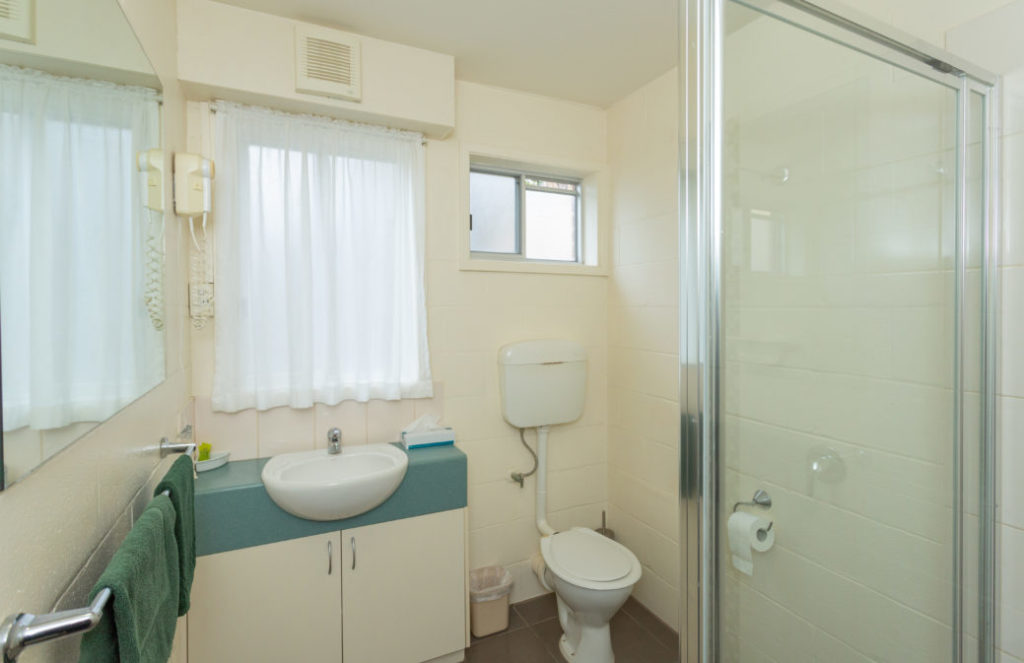 Bayside Lodge Bathroom
